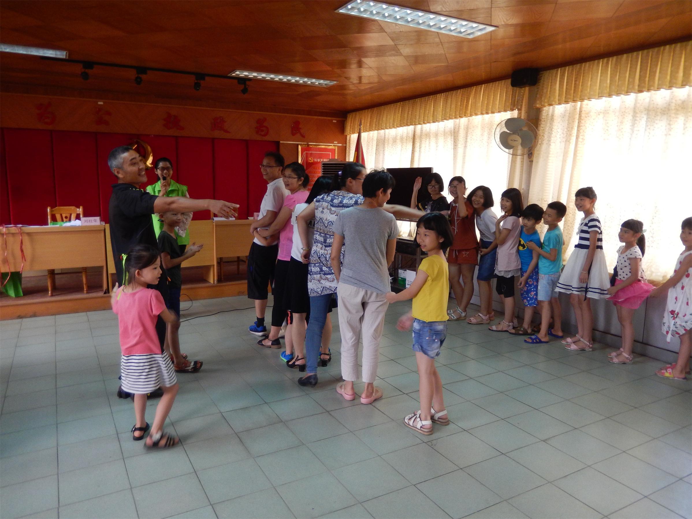 为增强志愿者的归属感,提升志愿者团队的凝聚力,6月10日,鹤田厦村